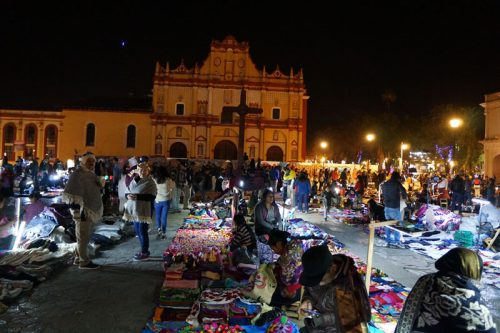 The wooden cross in the centre of the square with the evenly distributed and self-regulated night markets