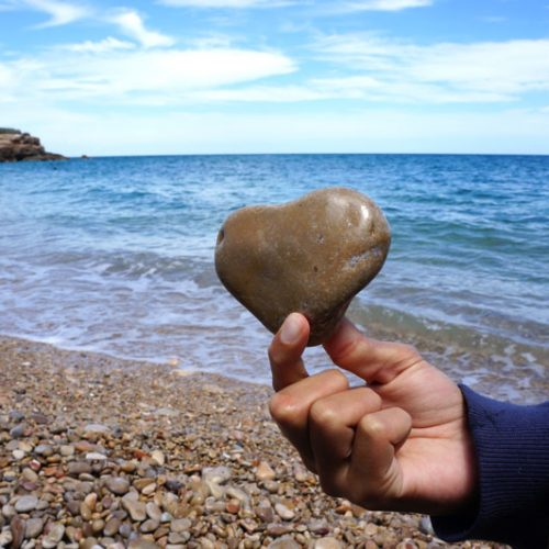 beach-heart-pebble