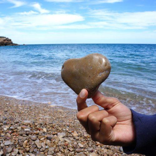 beach-heart-pebble